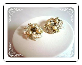 Judy Lee Earrings - Vintage Leaf & Faux Pearls in Frosted White    E120a-04081200