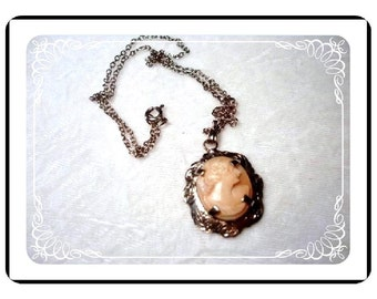 Vintage Carved Cameo Pendant Alluring  Neck-1038a-040111000