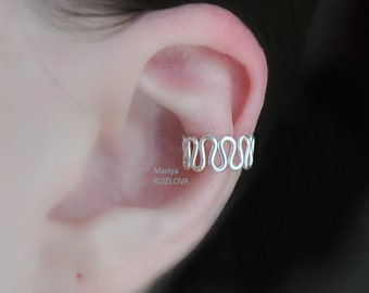 """Left/ Right Ear Cartilage Cuff """"Art Deco Waves"""" - silver plated over copper, adjustable size. Faux piercing, piercing imitation jewellery"""