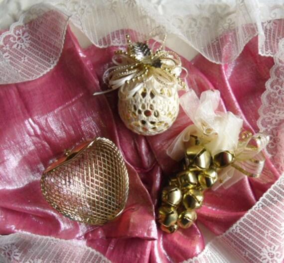 Vintage ornaments gold mesh metal heart jingle bell
