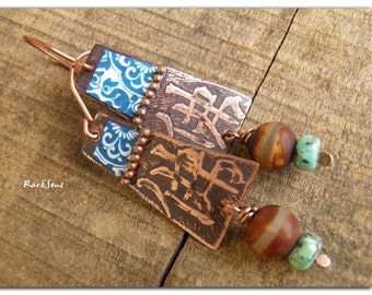 Bohemian earrings-Ethnic 佛 Bouddha 佛  Etched and patinated copper pendant, blue pattern of China, agate and turquoise African