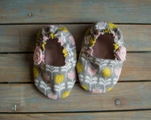 baby girl booties, baby girl, baby booties, infant shoes, infant girl, boho baby booties, grey floral with light pink rose