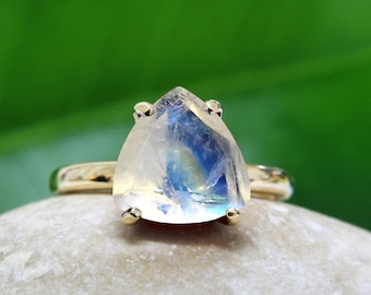 rainbow moonstone ring,semiprecious ring,gold ring,trillion ring,triangle stone ring,gemstone ring,stacking ring