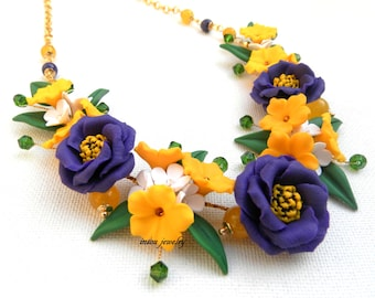 Flower Necklace, Statement Necklace, Violet Jewelry, Spring Jewelry, Jade Jewelry, Lisianthus, Gift For Her,Floral Fashion,Handmade Necklace