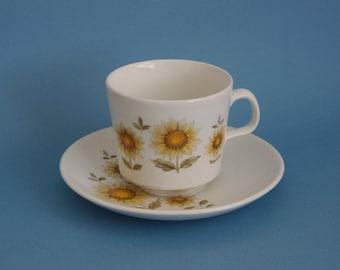 Retro Sunflower teacup Johnson of Australia 1960s 1970s