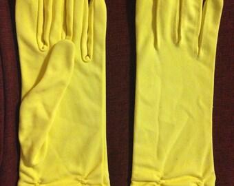 Vintage yellow gloves nylon excellent condition medium size lower scrunch design design.