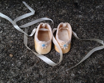 "Vintage Doll Shoes Stiff Silk Fabric Ribbon Crochet Daisy Flower 2"""