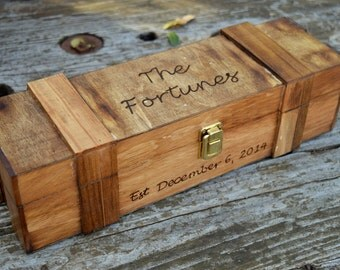 Rustic Wedding Wine Box - Wine Capsule - Wine Box Ceremony - Rustic Wedding Shabby Chic Wedding - Lockable Wine Box - Personalized Wine Box