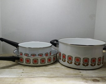 Set of 3 Enamelware Pots and pans, 1960s, mid century flowers, cookware, enamel ware