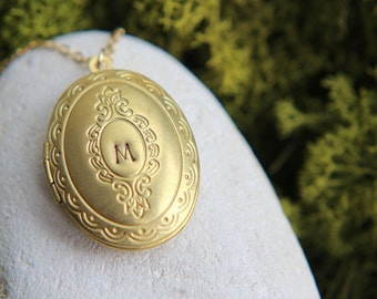 Personalized Locket Necklace, Gold Plated Brass Initial Locket Necklace, Vintage Oval Locket Pendant, Personalized Jewelry, Bridesmaid gift