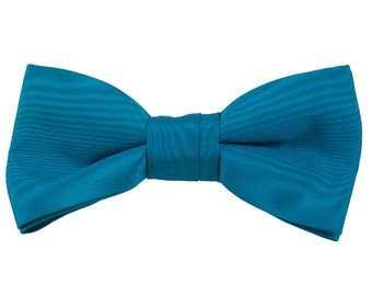 Clip on Bowtie Teal satin Dressy bow tie Wedding tie 4 1/2 inches by 2 inches Handmade from vintage fabric Elegant necktie Bow tie