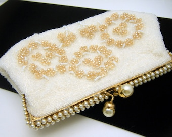 Lovely Vintage Beaded Clutch Purse Faux Pearl Clasp Top Estate