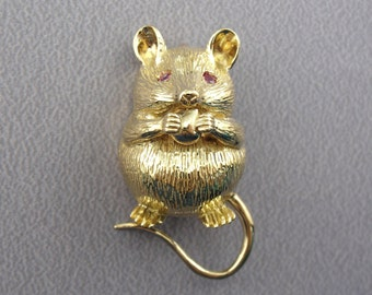 Cutest Cheese Thief Ever! Vintage Gold and Ruby Mouse Brooch VCFKJQ-R