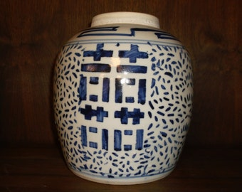 Antique Chinese a superb antique Chinese blue and white porcelain jar Chinese blue and white porcelain Chinese porcelain antique Chinese art