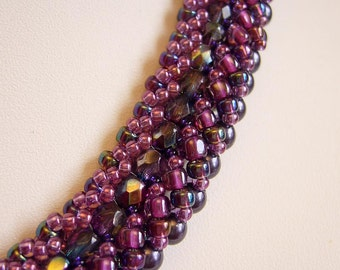 Distinctive chain in dark purple and berries
