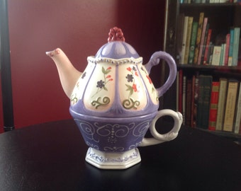 Vintage Porcelein Lavender and Ivory Teapot for One.