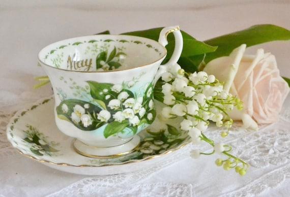 Résultat d'images pour Tasse en porcelaine fine anglaise et macarons