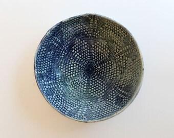 Le petit plat napperon dentelle: plat en céramique, vide poche estampé dentelle, pièce unique