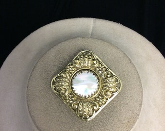 Vintage Goldtone Mother Of Pearl Pin