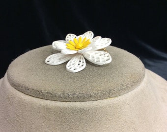 Vintage 3-D Plastic Yellow & White Floral Pin