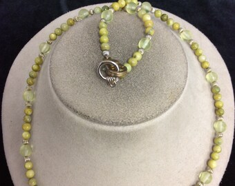 Vintage Shades Of Lime Green Glass Beaded Necklace
