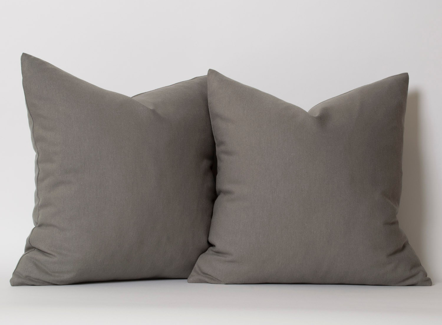 The Elegance European Pillow Sham from Austin Horn Classics offers a beautiful detail in tones of taupe and grey for an understated statement. The sophisticated piece accentuates the design's timeless style and transforms the luxurious bedding.