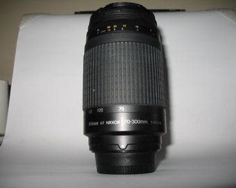 Nikon Zoom Telephoto AF Nikkor 70-300mm F/4-5.6G Autofocus Lens