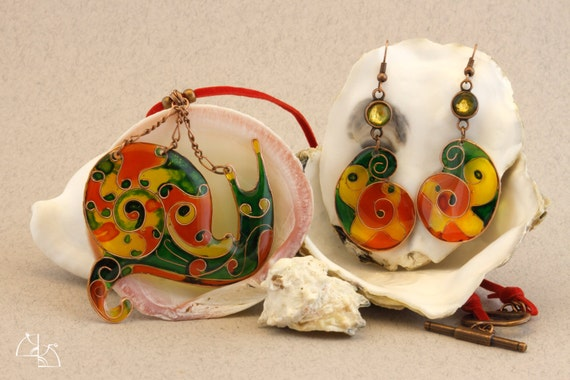 Funny snail. Jewelry Set. Bright necklace and earrings. Jewerly resin hand painted.