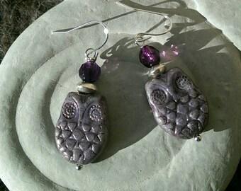Iridescent purple hoots
