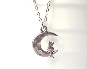 Cat and moon necklace - Moon cat charm - cat necklace - Cat lovers gift - Moon necklace - Cat sitting on the moon charm necklace - Etsy UK
