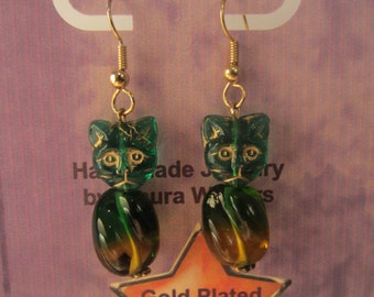 Kitty's Green With Envy! Green and Yellow Amber Kitty Cat Handmade Glass Bead Earrings. Gold Plated Ear Wires.