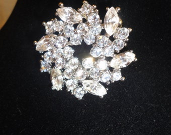 Vintage Pronged Crystals Round Flower Brooch*****.