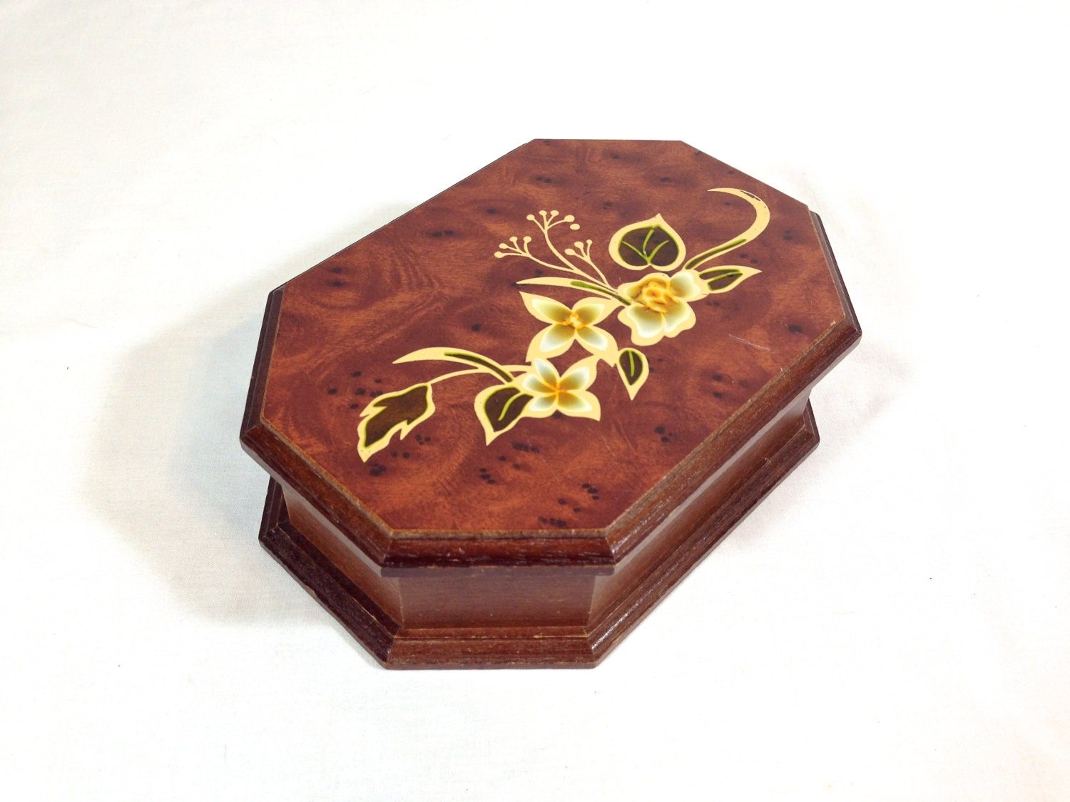 Small wooden jewelry box mirror blooming white flowers on for Mirror jewelry box