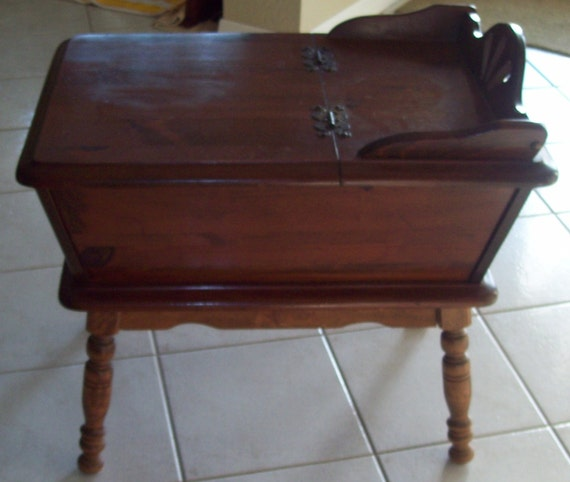 vintage solid wood dough box end table hinged box storage. Black Bedroom Furniture Sets. Home Design Ideas