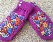 H   Bright Felted wool mittens  hand embroidered with bright colored flowers  size small lined with fleece