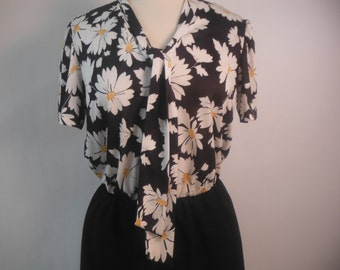 Adorable Novelty Daisy Print Vintage 1970's Secretary Dress, M