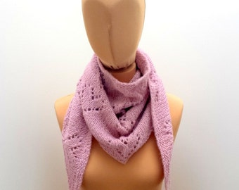 Knitting Pattern Triangle Scarf With Lace Hearts, English and French Easy Instructions.
