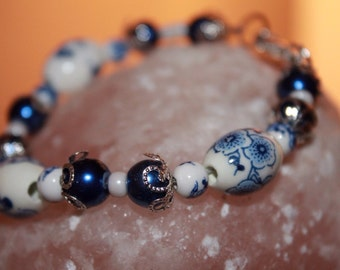 Blue and white floral printed bracelet