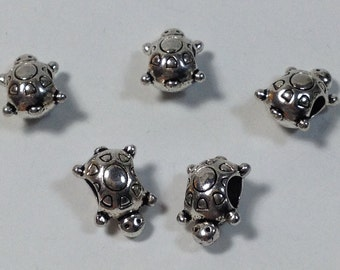 5 pearls to wide hole silvered turtle 16 mm. Hole 5 mm.