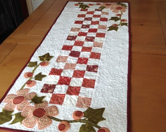 Flowering Vines Table Runner Pattern
