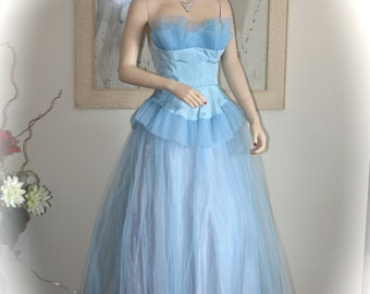 Stunning Vintage 1950s Blue Tulle Prom Dress, Blue Fairy, Vintage Wedding, Vintage Theme Party, Prom Homecoming, Photo Shoot, Stage, Theater