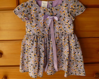 Hand made, Size 2.Cute little girls dress with bodice, midriff overlapping sleeves and full skirt.
