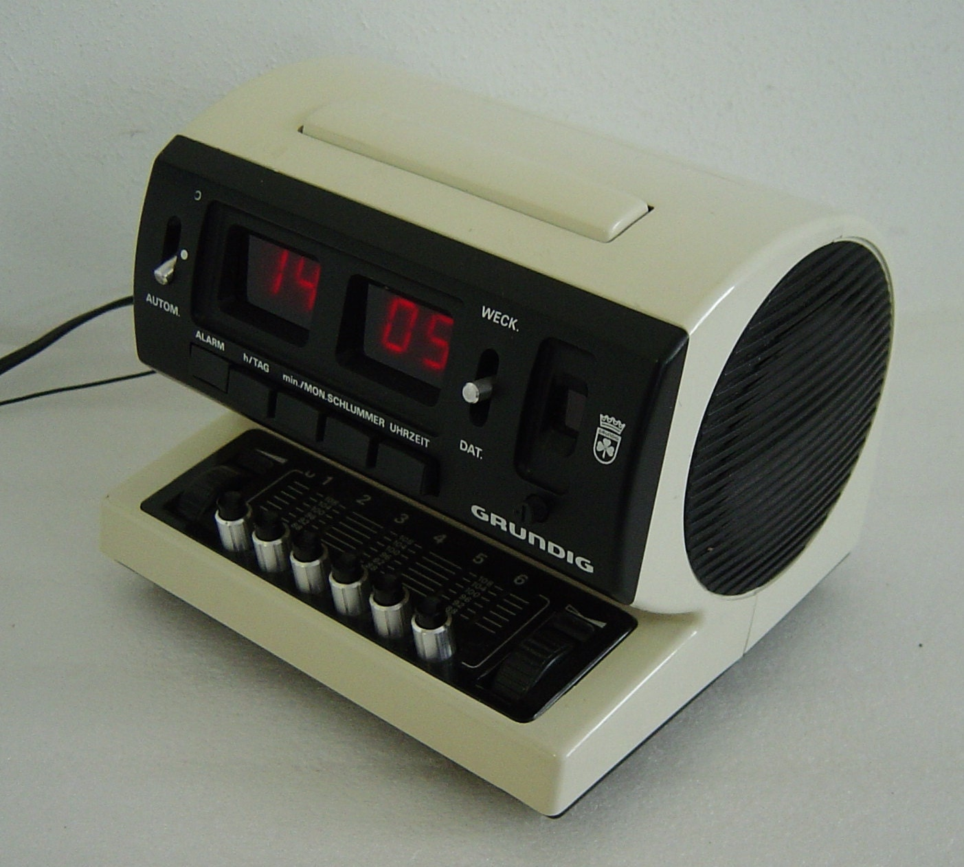 funky whitespace age radio alarm clock timer by hotlavabeach. Black Bedroom Furniture Sets. Home Design Ideas