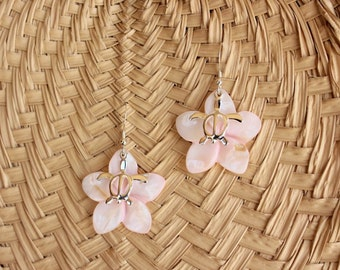 Pearl Plumeria Earrings, Plumeria Shell Honu Earrings, Beach Wedding Earrings, Bridesmaids Gifts, Frangipani Earrings, Honu Earrings
