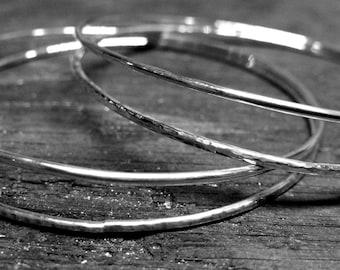 Y5 - Bracelet double rond rigide martelé et brillant