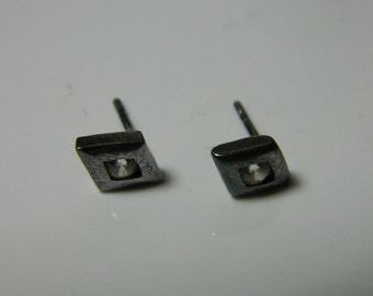 Vintage Sterling Silver Cubic Zircon Small, Unique  Earrings 1g U3995