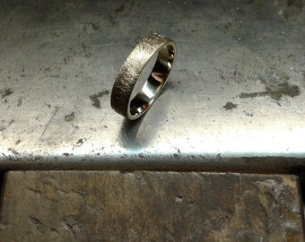 "Wedding band ""Striped"""