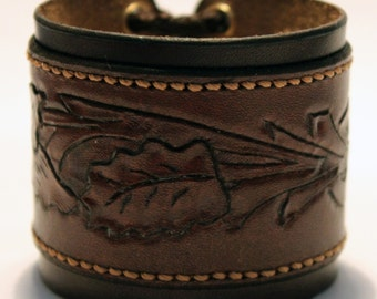 Brown Leather Cuff Bracelet! Nice gift for women! Great handmade leather bracelet! Flower ornament! Great gift!
