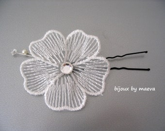 Fleur cheveux blanche pour coiffure de mariée