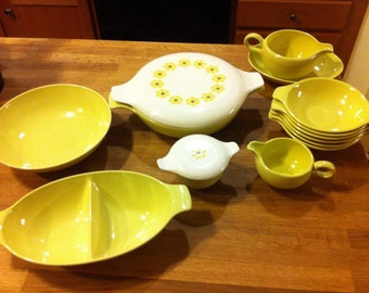 Taylor Smith Taylor Pebbleford by John Gilkes in Sunburst 13 fabulous pieces yellow china pattern dishes serving
